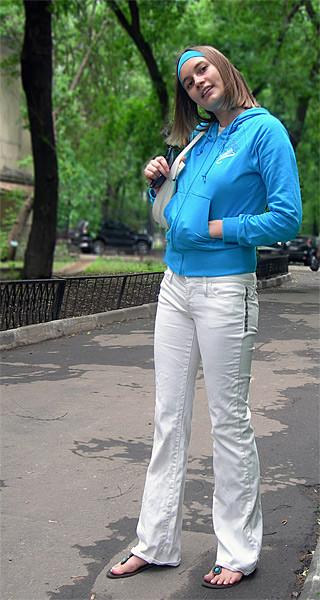 Белые блузки носят с черным лифчиком